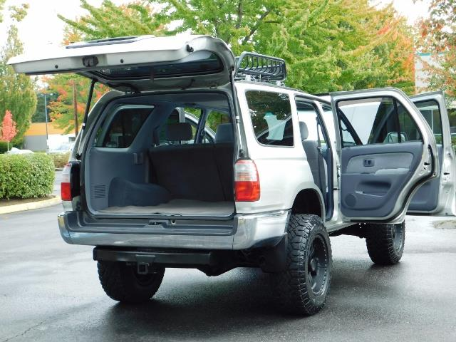 2000 Toyota 4Runner SR5 / 4WD / V6 3.4 L / Luggage Rack / LIFTED !! - Photo 27 - Portland, OR 97217