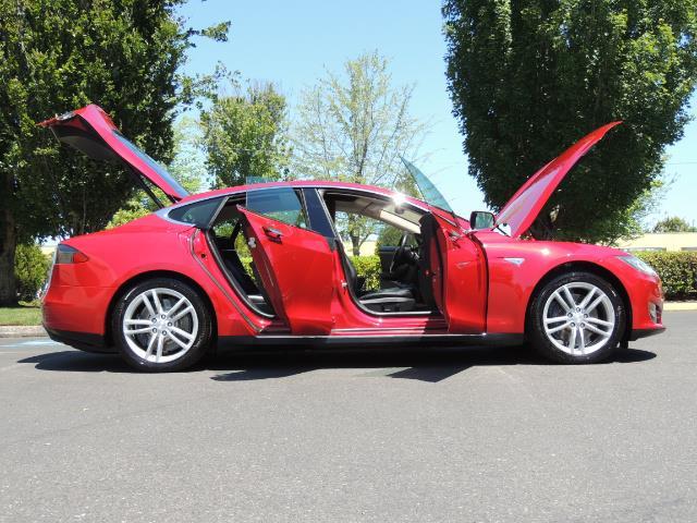 2014 Tesla Model S 85 / Leather / Heated seats / Panorama Roof / Navi - Photo 30 - Portland, OR 97217