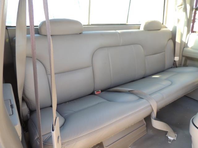 1995 GMC Sierra 3500 4X4 DUALLY /  Long Bed / TURBO DIESEL / 122K MIles - Photo 17 - Portland, OR 97217