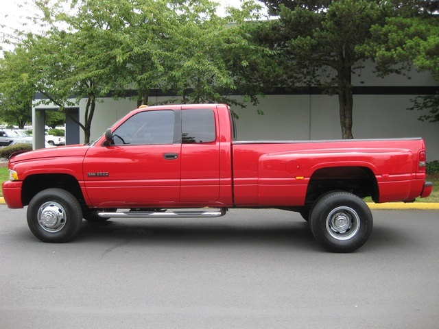 2001 Dodge Ram 3500 SLT Plus/5.9L Turbo Diesel/4X4/DUALLY - Photo 2 - Portland, OR 97217