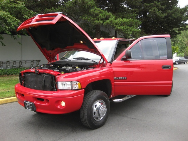 2001 Dodge Ram 3500 SLT Plus/5.9L Turbo Diesel/4X4/DUALLY - Photo 9 - Portland, OR 97217