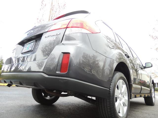 2012 Subaru Outback 2.5i Premium Wagon / ALL WHEEL DRIVE  / LOW MILES - Photo 12 - Portland, OR 97217