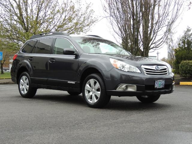 2012 Subaru Outback 2.5i Premium Wagon / ALL WHEEL DRIVE  / LOW MILES - Photo 2 - Portland, OR 97217