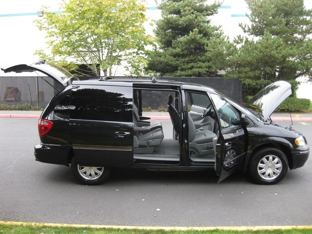 2005 chrysler town country touring edition leather dvd 1 owner. Black Bedroom Furniture Sets. Home Design Ideas