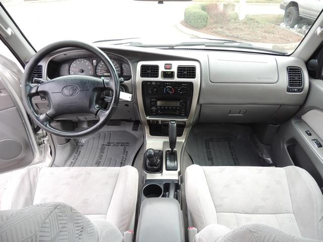 2001 Toyota 4Runner SPORT SR5 / 4X4 / Sunroof / LIFTED LIFTED - Photo 20 - Portland, OR 97217