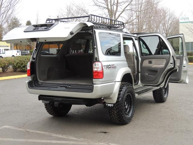 2001 Toyota 4Runner SPORT SR5 / 4X4 / Sunroof / LIFTED LIFTED - Photo 28 - Portland, OR 97217