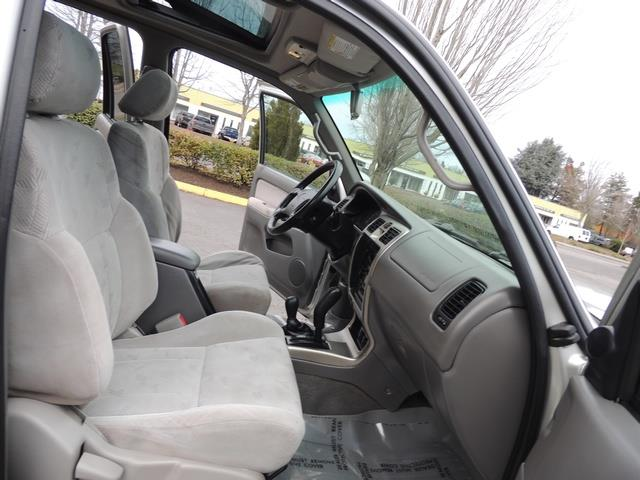 2001 Toyota 4Runner SPORT SR5 / 4X4 / Sunroof / LIFTED LIFTED - Photo 17 - Portland, OR 97217