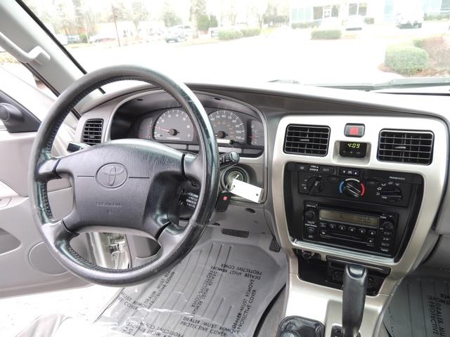 2001 Toyota 4Runner SPORT SR5 / 4X4 / Sunroof / LIFTED LIFTED - Photo 19 - Portland, OR 97217