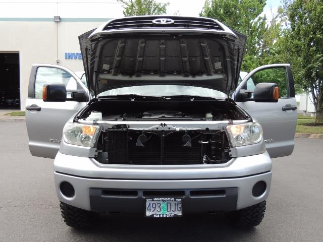 2007 Toyota Tundra 4X4 5.7L Double Cab  / Long Bed / 1-Owner / LIFTED - Photo 30 - Portland, OR 97217