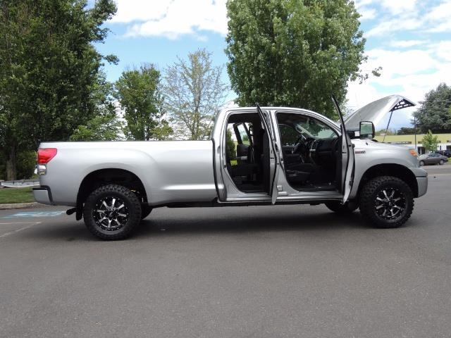 2007 Toyota Tundra 4X4 5.7L Double Cab  / Long Bed / 1-Owner / LIFTED - Photo 22 - Portland, OR 97217