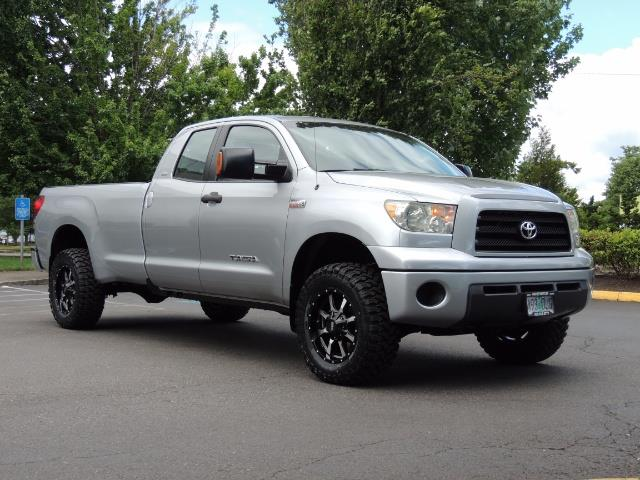 2007 Toyota Tundra 4X4 5.7L Double Cab  / Long Bed / 1-Owner / LIFTED - Photo 2 - Portland, OR 97217