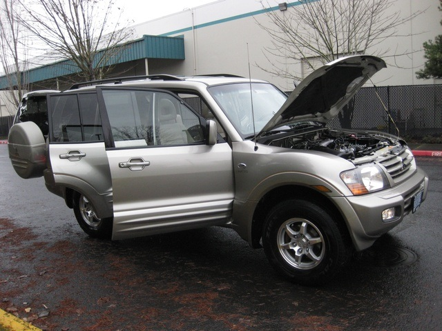 2002 Mitsubishi Montero Limited / 4WD / V6 / 3RD Seat / Leather / Loaded - Photo 10 - Portland, OR 97217