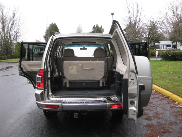 2002 Mitsubishi Montero Limited / 4WD / V6 / 3RD Seat / Leather / Loaded - Photo 15 - Portland, OR 97217