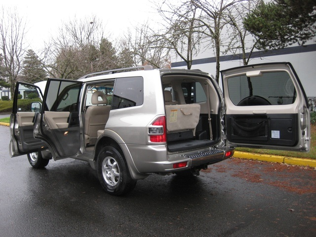 2002 Mitsubishi Montero Limited / 4WD / V6 / 3RD Seat / Leather / Loaded - Photo 13 - Portland, OR 97217