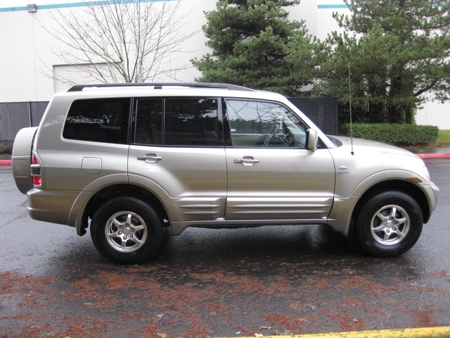 2002 Mitsubishi Montero Limited / 4WD / V6 / 3RD Seat / Leather / Loaded - Photo 4 - Portland, OR 97217