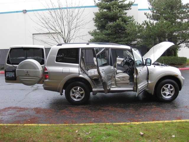 2002 Mitsubishi Montero Limited / 4WD / V6 / 3RD Seat / Leather / Loaded - Photo 12 - Portland, OR 97217