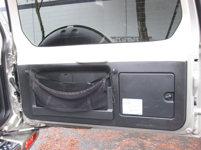 2002 Mitsubishi Montero Limited / 4WD / V6 / 3RD Seat / Leather / Loaded - Photo 31 - Portland, OR 97217