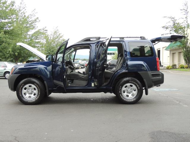 2010 Nissan Xterra X  Sport Utility / 4WD / 6-SPEED MANUAL / 1-OWNER - Photo 26 - Portland, OR 97217