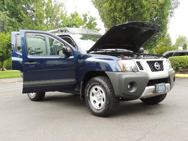 2010 Nissan Xterra X  Sport Utility / 4WD / 6-SPEED MANUAL / 1-OWNER - Photo 31 - Portland, OR 97217