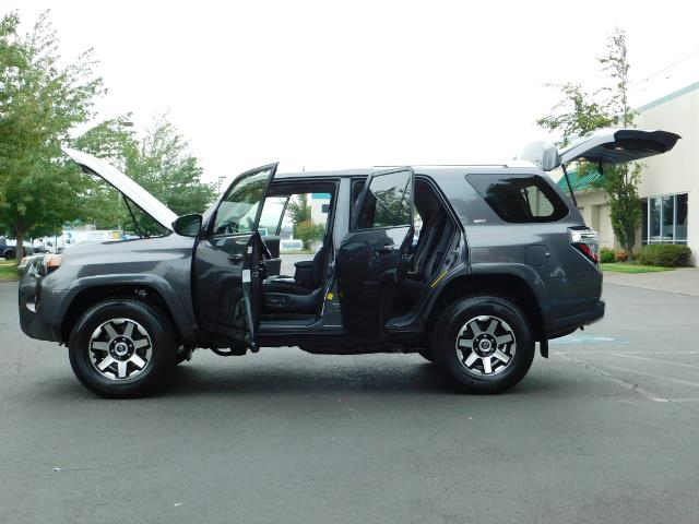 2016 Toyota 4Runner SR5 / 4X4 / Navigation / Back up camera / Execl Co - Photo 26 - Portland, OR 97217