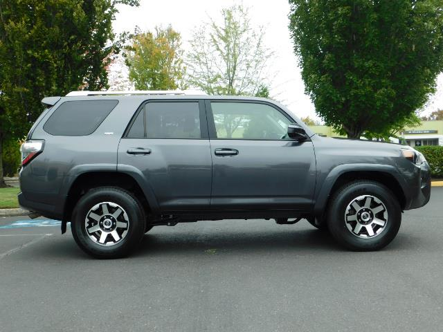 2016 Toyota 4Runner SR5 / 4X4 / Navigation / Back up camera / Execl Co - Photo 4 - Portland, OR 97217