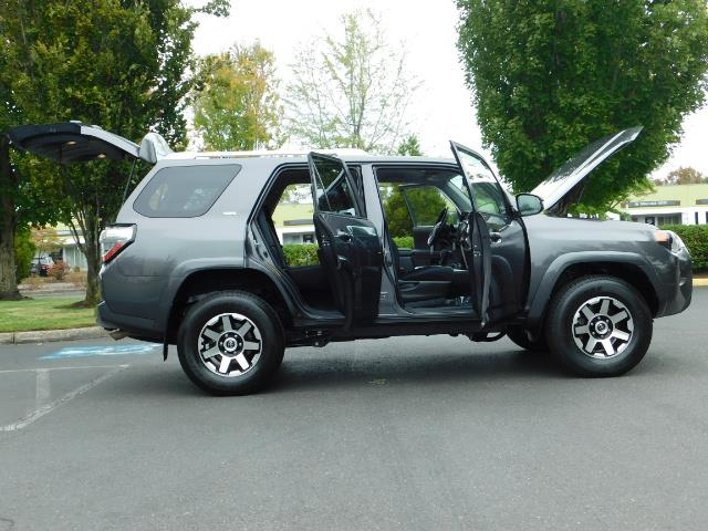 2016 Toyota 4Runner SR5 / 4X4 / Navigation / Back up camera / Execl Co - Photo 29 - Portland, OR 97217