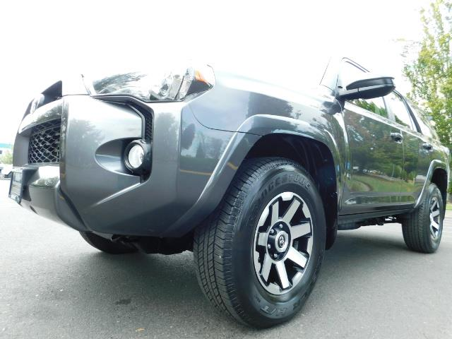 2016 Toyota 4Runner SR5 / 4X4 / Navigation / Back up camera / Execl Co - Photo 9 - Portland, OR 97217