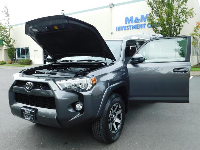 2016 Toyota 4Runner SR5 / 4X4 / Navigation / Back up camera / Execl Co - Photo 25 - Portland, OR 97217