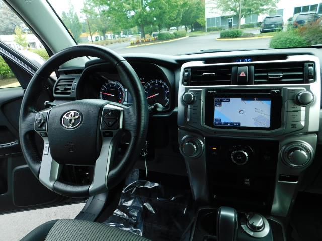 2016 Toyota 4Runner SR5 / 4X4 / Navigation / Back up camera / Execl Co - Photo 20 - Portland, OR 97217