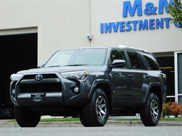 2016 Toyota 4Runner SR5 / 4X4 / Navigation / Back up camera / Execl Co SUV