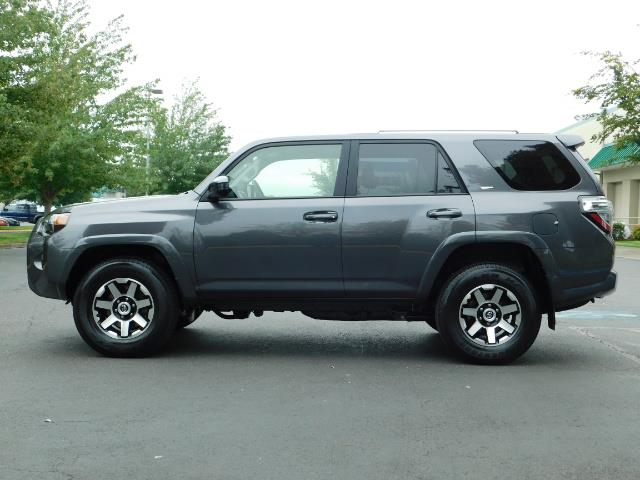 2016 Toyota 4Runner SR5 / 4X4 / Navigation / Back up camera / Execl Co - Photo 3 - Portland, OR 97217