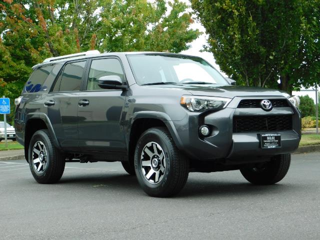 2016 Toyota 4Runner SR5 / 4X4 / Navigation / Back up camera / Execl Co - Photo 2 - Portland, OR 97217