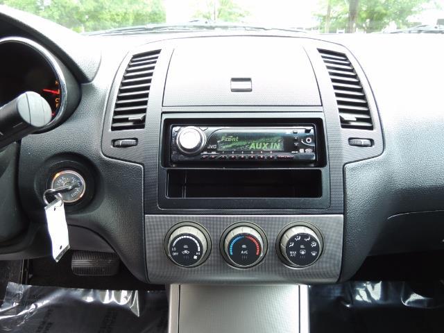 2005 Nissan Altima 3.5 SE / Sedan / Automatic / 6 Cyl - Photo 22 - Portland, OR 97217