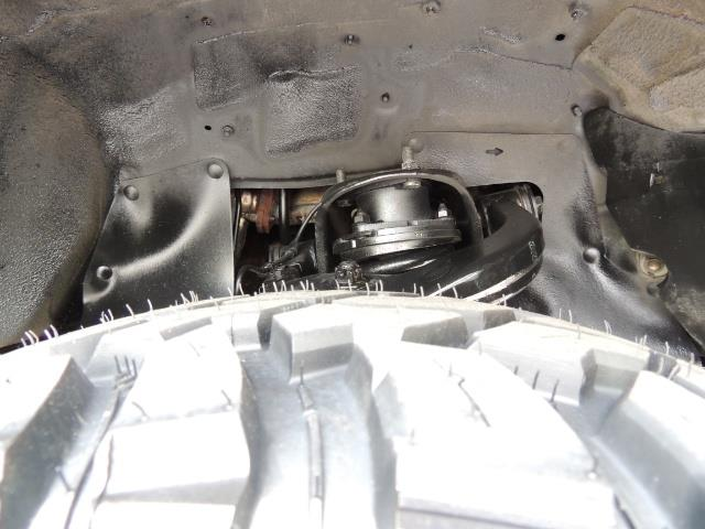 1999 Toyota 4Runner Limited 4WD / V6 / Leather / Sunroof / LIFTED - Photo 32 - Portland, OR 97217