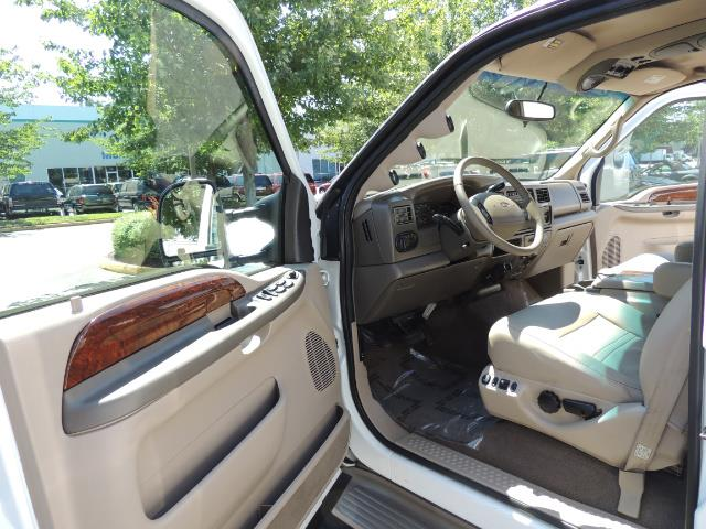 2001 Ford Excursion Limited / 4WD / 7.3L DIESEL / Excel Cond - Photo 13 - Portland, OR 97217