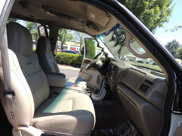 2001 Ford Excursion Limited / 4WD / 7.3L DIESEL / Excel Cond - Photo 18 - Portland, OR 97217