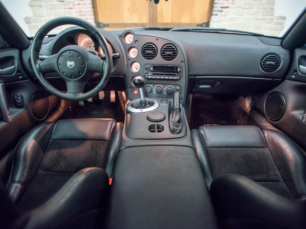 2009 Dodge Viper SRT 10 - Photo 2 - Springfield, MO 65802