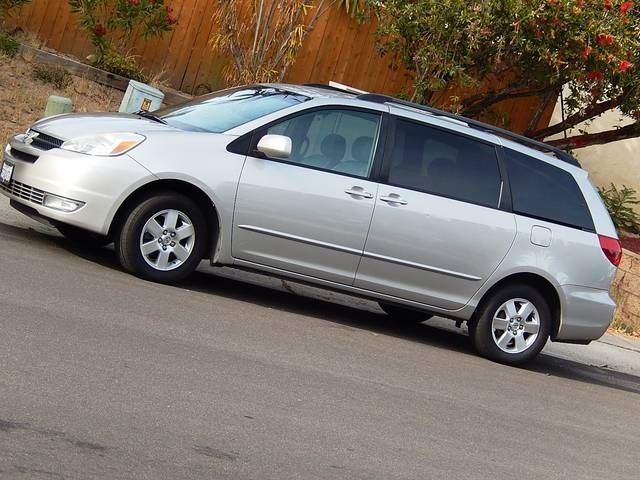 2004 nissan quest 35se and 2004 toyota sienna xle limited. Black Bedroom Furniture Sets. Home Design Ideas