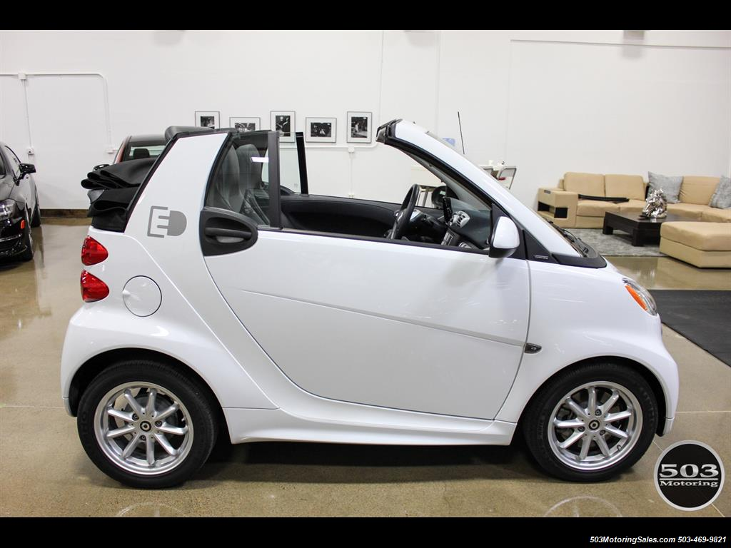 2014 Smart fortwo passion electric cabriolet; White/Black w/ 11k! - Photo 12 - Beaverton, OR 97005