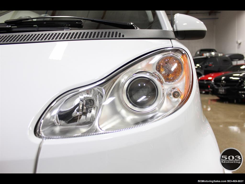 2014 Smart fortwo passion electric cabriolet; White/Black w/ 11k! - Photo 15 - Beaverton, OR 97005