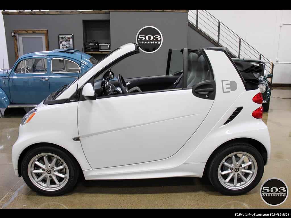 2014 Smart fortwo passion electric cabriolet; White/Black w/ 11k! - Photo 11 - Beaverton, OR 97005
