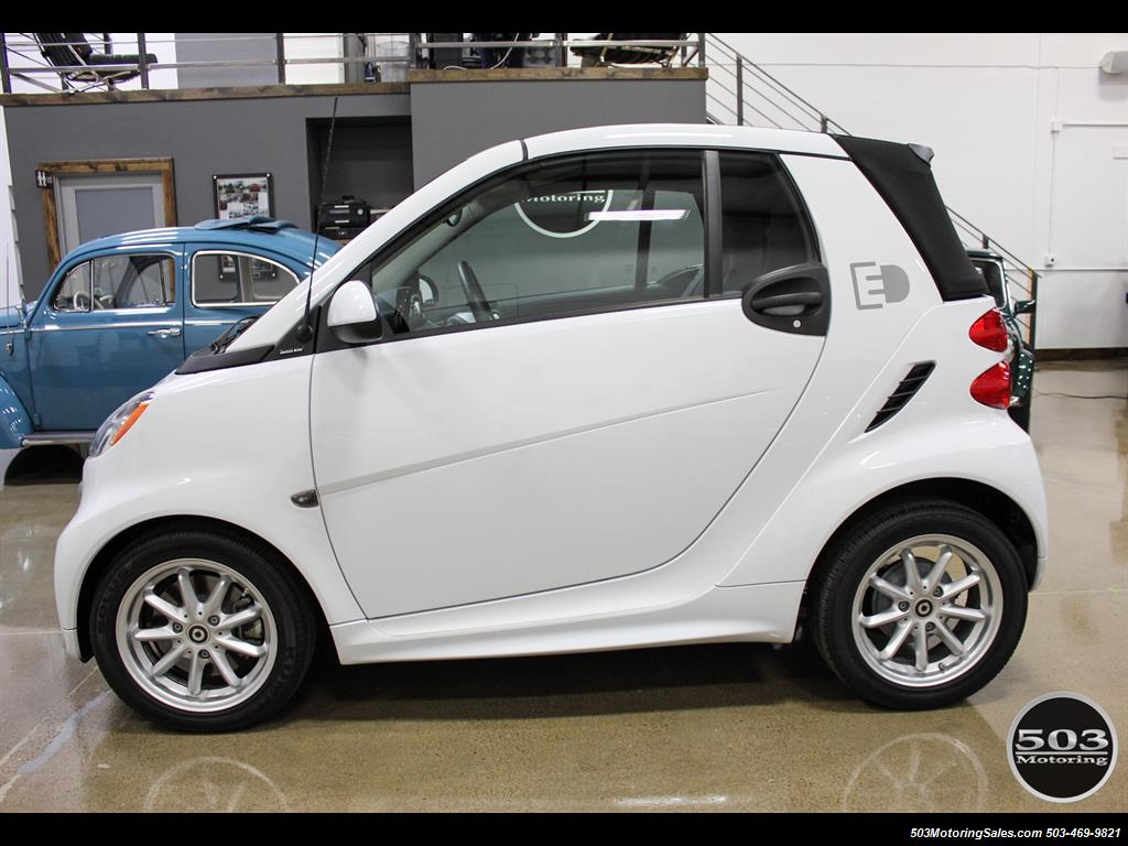 2014 Smart fortwo passion electric cabriolet; White/Black w/ 11k! - Photo 2 - Beaverton, OR 97005