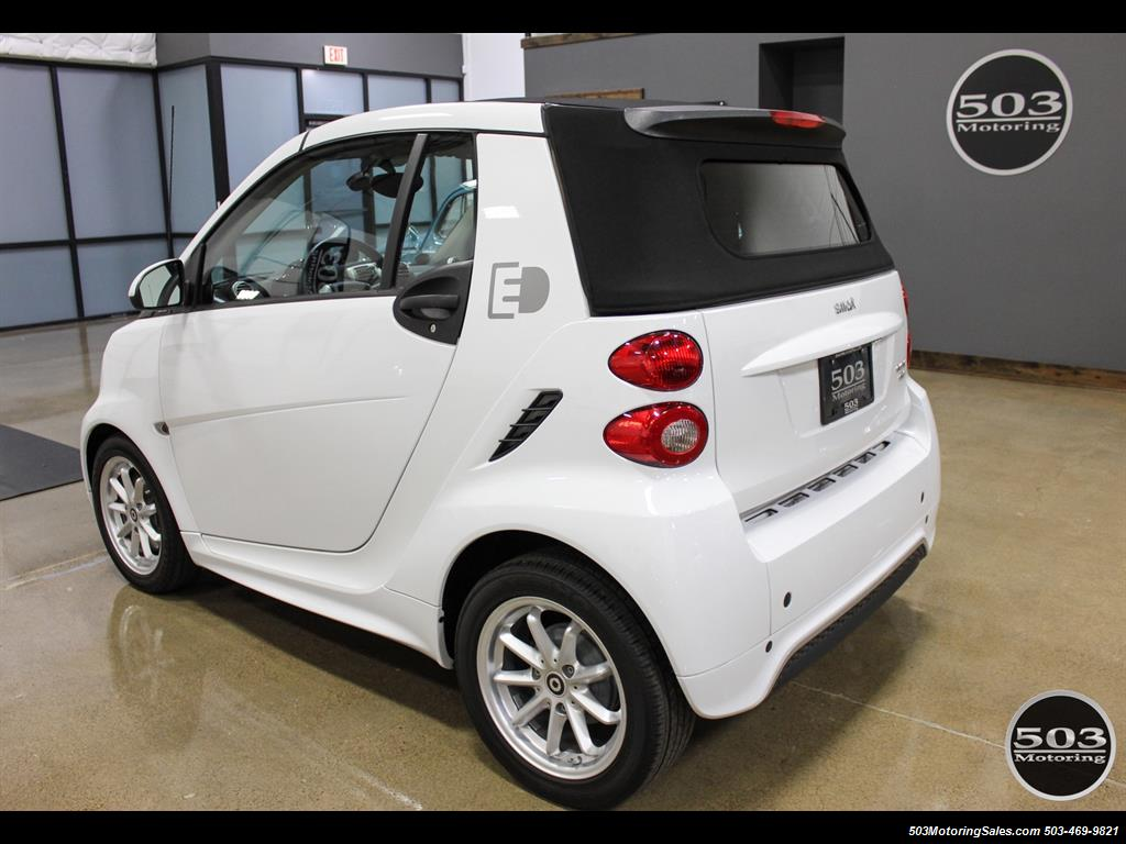 2014 Smart fortwo passion electric cabriolet; White/Black w/ 11k! - Photo 3 - Beaverton, OR 97005