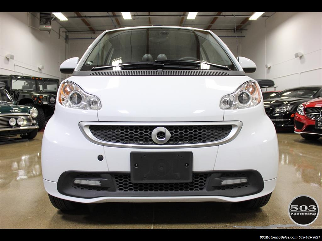 2014 Smart fortwo passion electric cabriolet; White/Black w/ 11k! - Photo 8 - Beaverton, OR 97005