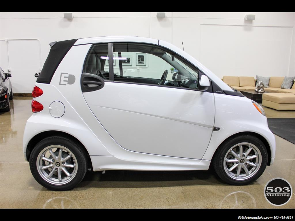 2014 smart fortwo passion electric cabriolet white black. Black Bedroom Furniture Sets. Home Design Ideas