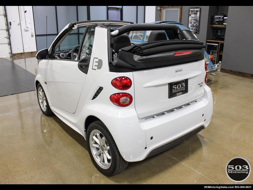 2014 Smart fortwo passion electric cabriolet; White/Black w/ 11k! - Photo 13 - Beaverton, OR 97005