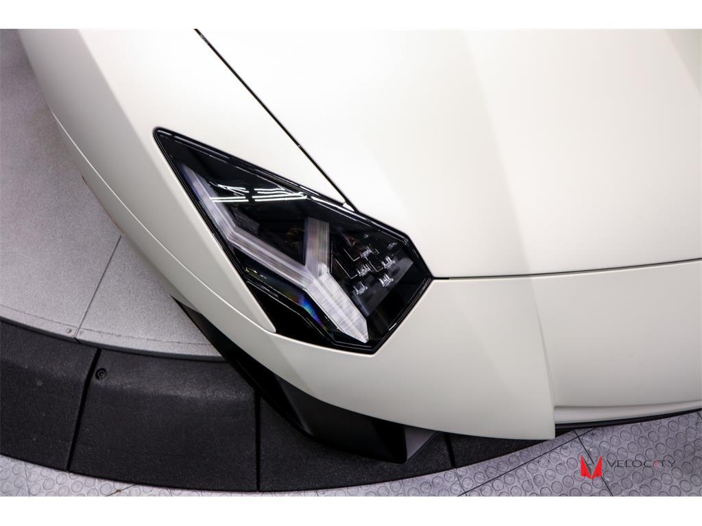 2017 Lamborghini Aventador LP 750-4 SV Roadster - Photo 16 - Nashville, TN 37217