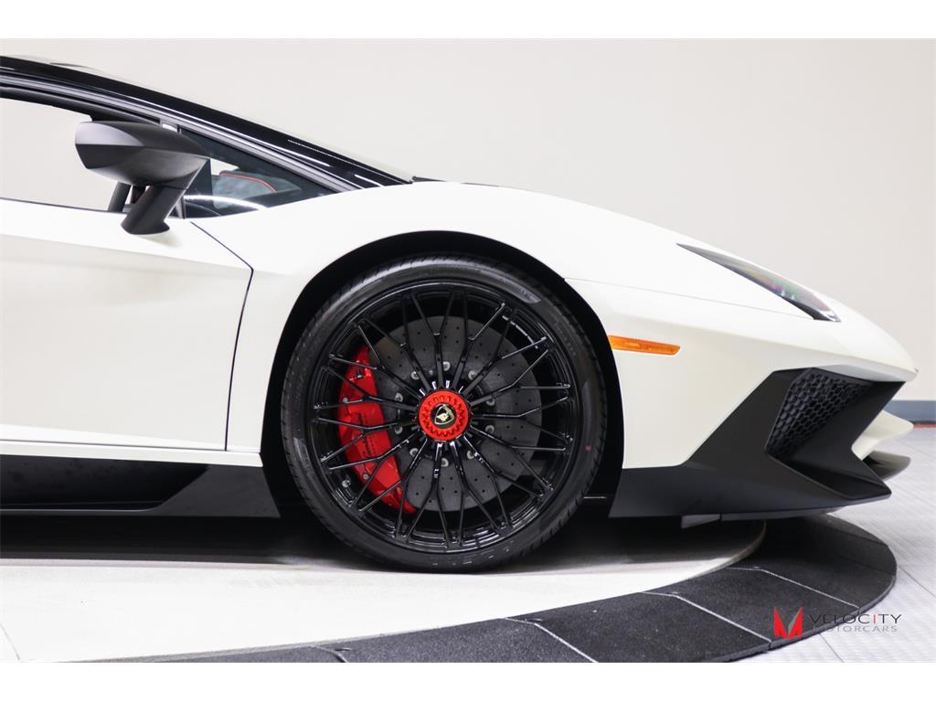 2017 Lamborghini Aventador LP 750-4 SV Roadster - Photo 8 - Nashville, TN 37217