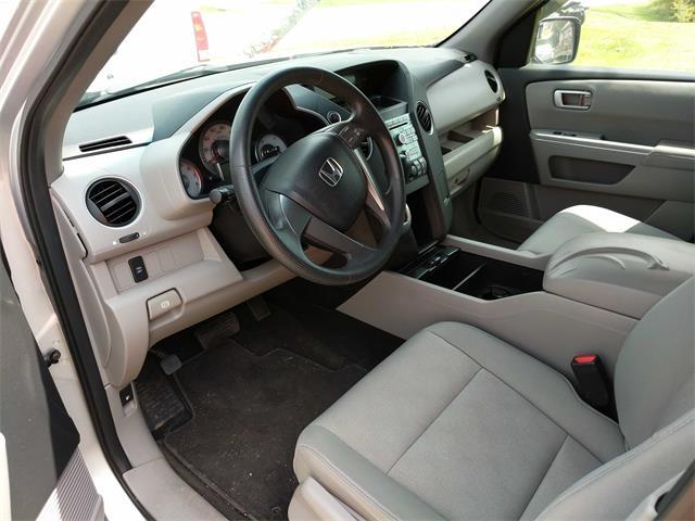2009 Honda Pilot LX - Photo 10 - Topeka, KS 66609